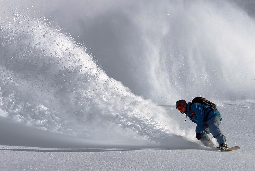 acqua_sport_05_atleta_snowboard_neve