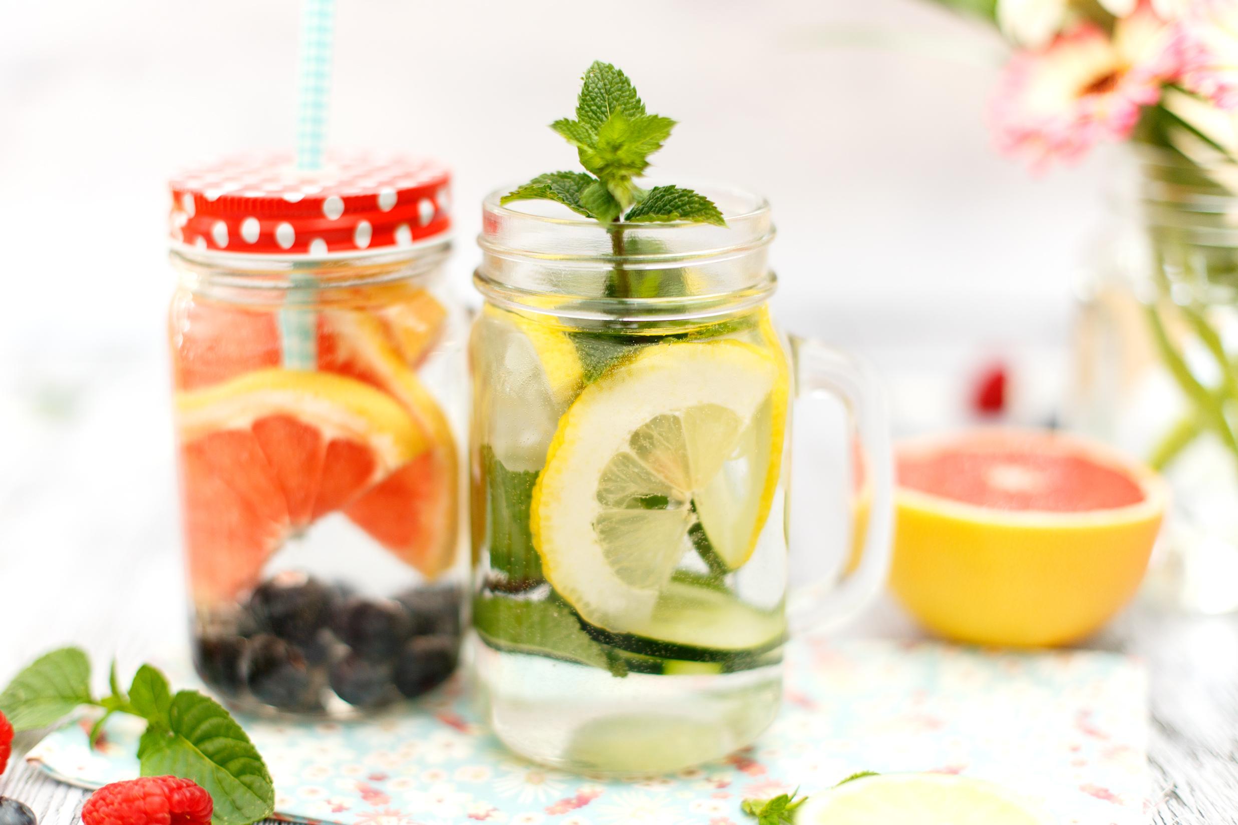 Acqua aromatizzata alla frutta fresca