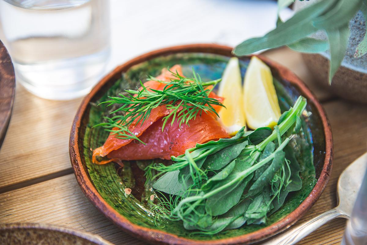 Salmone con verdure a acqua minerale, abbinamento osmmelier