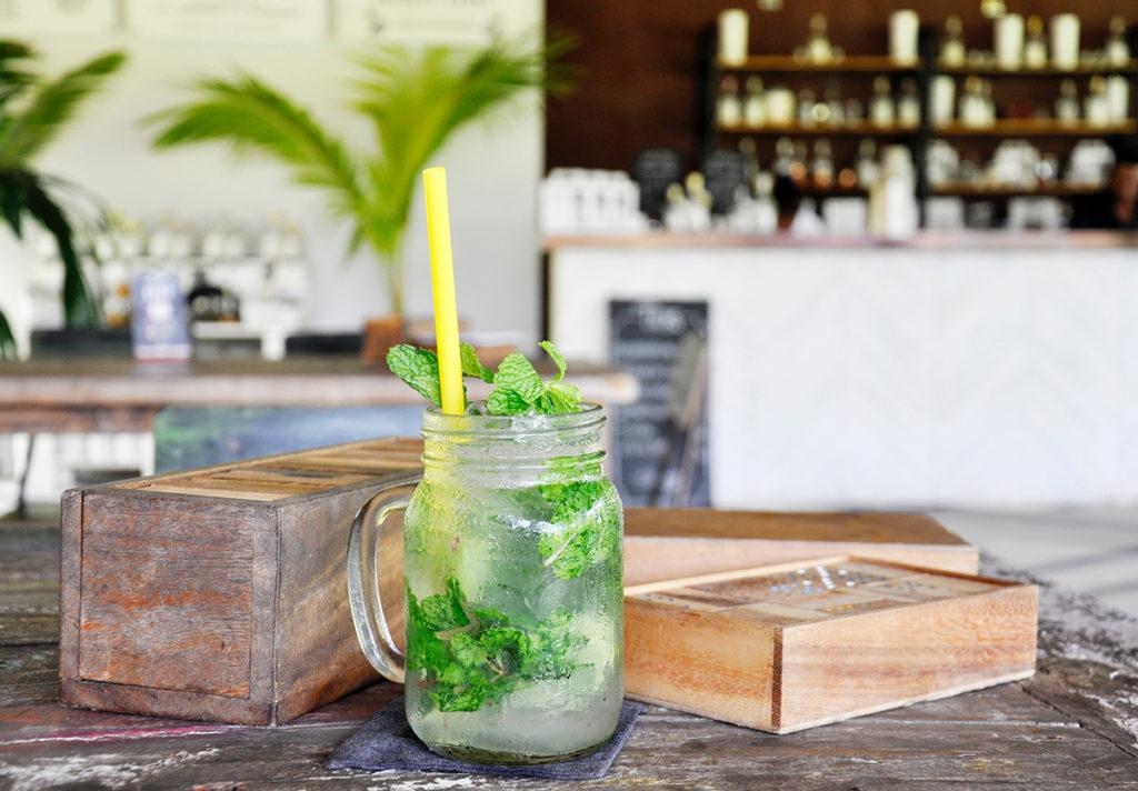 Cocktail con menta fresca