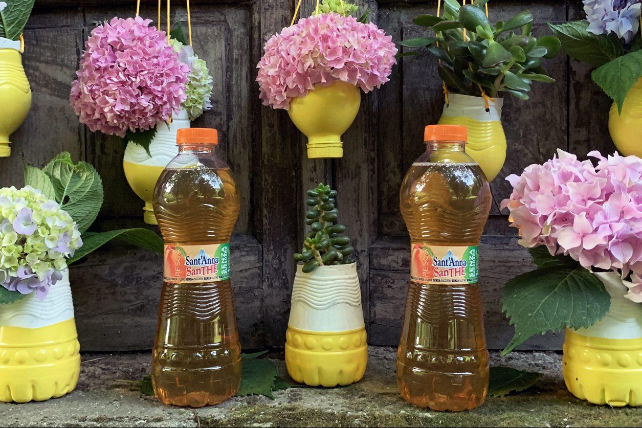 Bagnare Piante Con Bottiglie riciclo creativo: come realizzare dei vasetti da riempire di